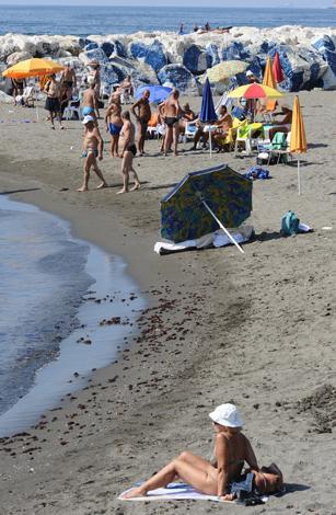 anziano morto colpo di malore in spiaggia